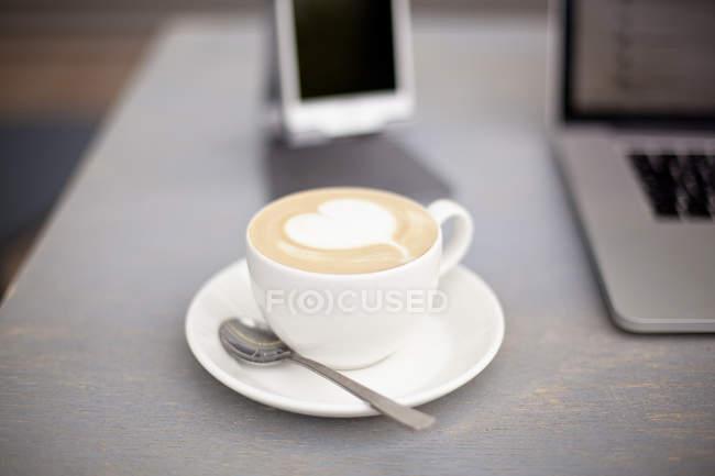 Чашка кофе с пеной — стоковое фото