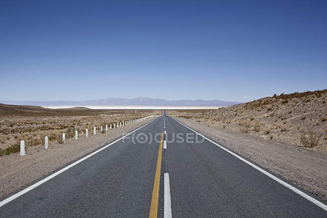 Paisagem da Argentina com estrada e montanhas — Fotografia de Stock