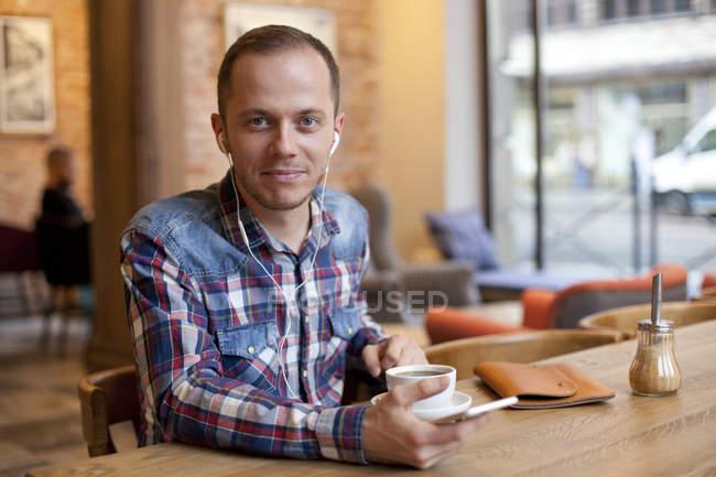 Man looking at camera — Stock Photo