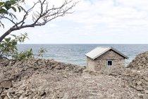 Casa de pedra pelo mar — Fotografia de Stock