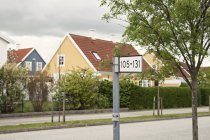 Nummernschild auf der Straße — Stockfoto