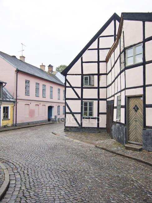 Casa a graticcio in vecchia strada — Foto stock