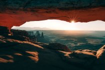 Mesa arco al atardecer, Moab, Utah, Usa - foto de stock