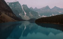 Вид на озеро Луиза, Национальный парк Банф, Альберта, Канада — стоковое фото