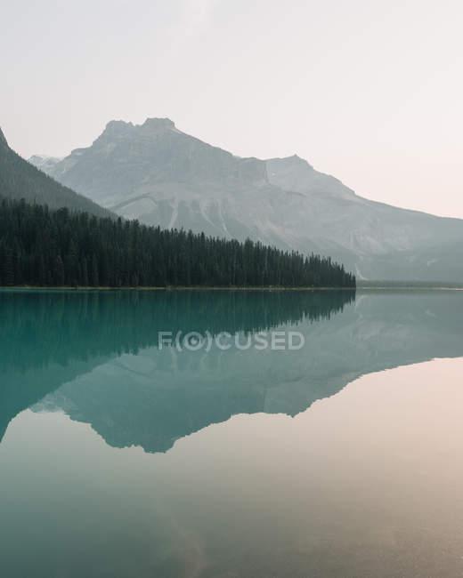 Emerald Lake at sunrise, Yoho National Park, Canada — Stock Photo