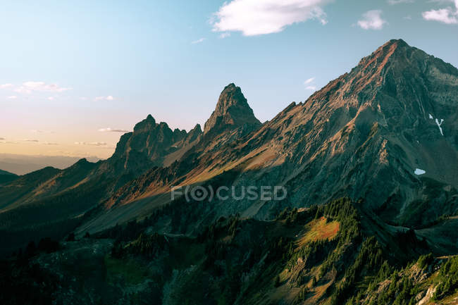 Distant view of mountainscape in Winchester Mountain Lookout, North Cascades, Washington — Stock Photo