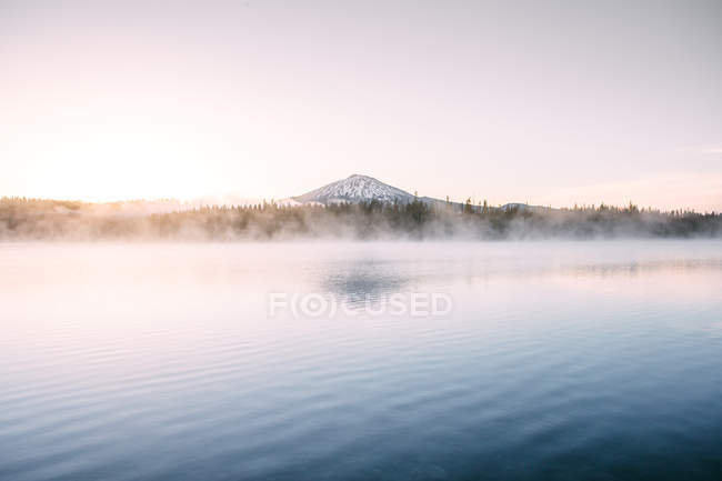 Morning mist over Elk Lake and South Sister volcano, Oregon — Stock Photo