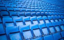 Gradinate vuote blue sullo stadio — Foto stock