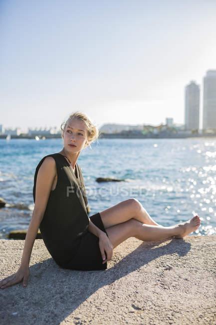 Стильный блондинка женщина — стоковое фото