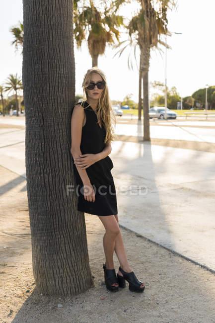 Стильная блондинка — стоковое фото