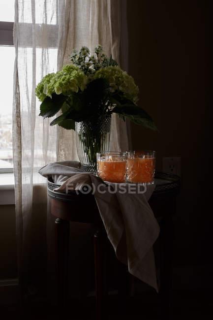 Диня сік у келихи, букет свіжі Квіти зрізані — стокове фото