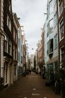 Cityscape with typical architecture of dutch narrow street in down town, Amsterdam, Netherlands — Stock Photo