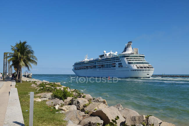 Cruise ship going on shipping channel — Stock Photo