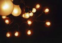 Close-up vista de garland de iluminar lâmpadas — Fotografia de Stock
