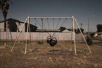 Зв'язали гойдалки місць в спільних дитячий майданчик — стокове фото