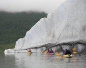 Задній вид Байдарочників дитячий льодовик — стокове фото