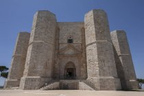 Exterior of Castel Del Monte with blue sky on background, Apulia, Italy — Stock Photo
