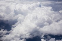 Vista panorâmica de brancas nuvens macias — Fotografia de Stock