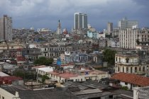 Vista aerea di tetti e facciate di edifici di città — Foto stock