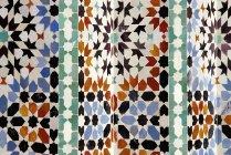 Close-up vista do padrão de azulejos marroquinos ornamentado — Fotografia de Stock