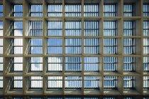 Diretamente abaixo da visão da claraboia visto através do teto — Fotografia de Stock