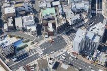 Luftaufnahme von Straßenkreuzungen und Wohnhäusern — Stockfoto