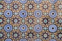 Vista de marco completo del patrón de azulejos de mosaico árabe ornamentado - foto de stock