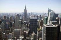 Veduta aerea dei grattacieli di Manhattan nella giornata di sole — Foto stock