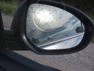 Seitenansicht Spiegel, malerische Wolkengebilde — Stockfoto