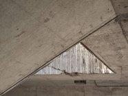Detalle del ángulo agudo del techo - foto de stock