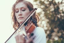Close-up of young woman playing violin — Stock Photo