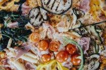 Полный кадр выстрел свежей пиццы — стоковое фото
