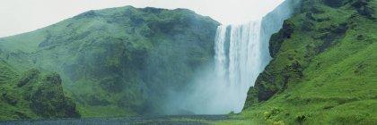 Vue panoramique de la cascade de Skogafoss, Islande — Photo de stock