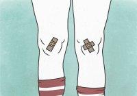 Ilustración de vendajes en rodillas sobre fondo verde que representa el dolor - foto de stock