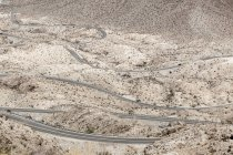 Vista aérea da estrada na paisagem de sobremesa — Fotografia de Stock