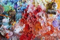 Vollbild-Aufnahme von Tuben auf chaotischen Farben — Stockfoto