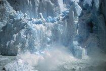 Vista panoramica di ghiaccio che non riesce fuori ghiacciaio enorme — Foto stock