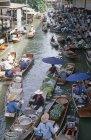 Markthändler am Floating Market in der Nähe von Bangkok, Thailand — Stockfoto