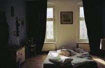 Innenansicht der Wohnung Schlafzimmer am Morgen — Stockfoto