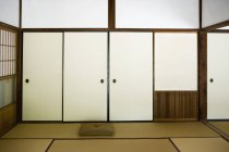Interior view of traditional Japanese room — Stock Photo