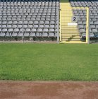 Gang und leere Plätze im Stadion — Stockfoto