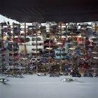 Grande variedade de óculos de sol para venda no mercado de pulgas — Fotografia de Stock