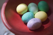 Close up view of bowl of colored Easter eggs — Stock Photo