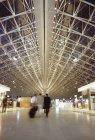 Foyer all'aeroporto Charles De Gaulle, Parigi, Francia — Foto stock