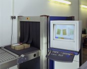 Рентгенівський апарат безпеки в поштове відділення — стокове фото