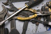 Vista de perto de várias ferramentas de trabalho — Fotografia de Stock