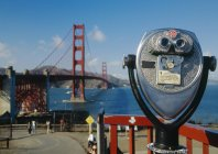 Coin-operated binoculars overlooking Golden Gate Bridge — Stock Photo