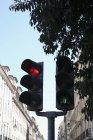 Red stoplight on traffic light at street — Stock Photo