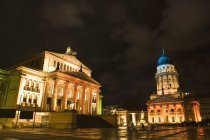 View to gendarmenmarkt with illuminated facades of former schauspielhaus and French Church in Berlin, Germany — Stock Photo