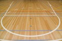 Nahaufnahme eines leeren Basketballfeldes — Stockfoto